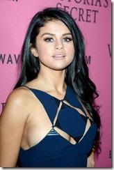 Selena-Gomez-Nipple-280702 (7)