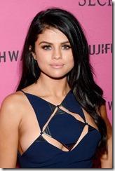 Selena-Gomez-Nipple-280702 (8)
