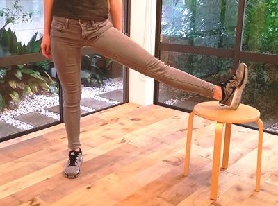 マイナビウーマンにて、「ボディメイクトレーナーが教える。1日3分、2カ月で「美脚」になるエクササイズ」Shapesおぜきとしあき