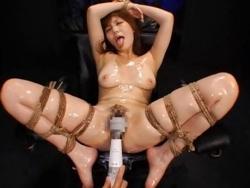 縛られて全身ローションで白濁液をアソコから流す敏感痴女 - エロ動画 アダルト動画