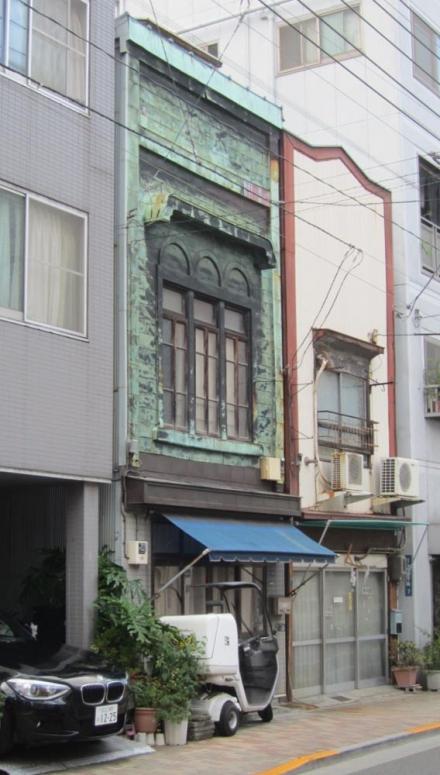 浅草端3丁目 3連アーチの銅板葺看板建築②