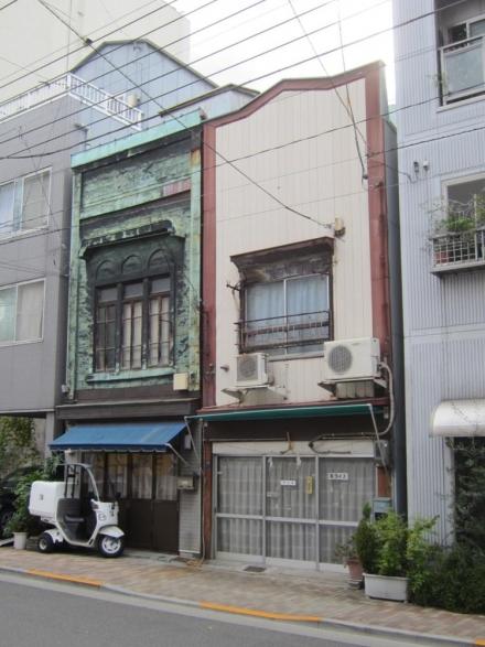 浅草端3丁目 3連アーチの銅板葺看板建築③