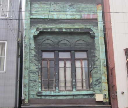 浅草端3丁目 3連アーチの銅板葺看板建築⑤