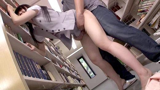 図書館で声も出せず糸引くほど愛液が溢れ出す敏感娘 04