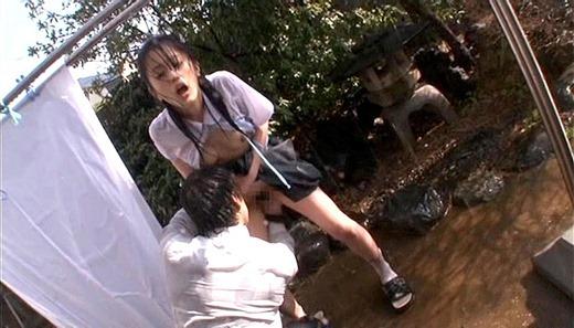 着衣で濡れる女 184