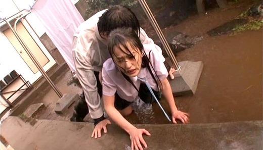 着衣で濡れる女 186
