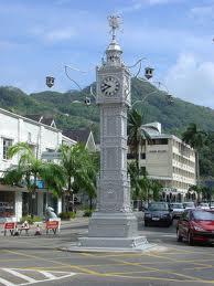町の中心地にある時計塔