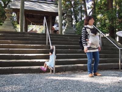 井伊谷境内で遊ぶ子
