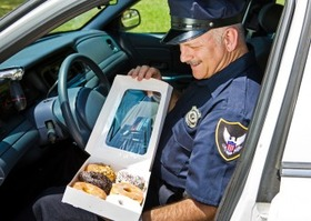 アメリカ 警察 ドーナツ