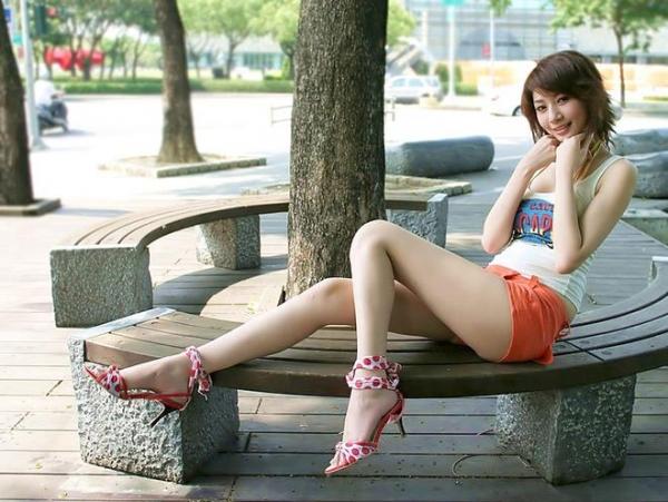生足で魅せるハイヒール画像 11