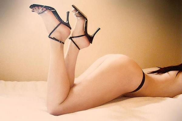 生足で魅せるハイヒール画像 24