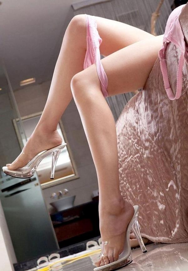 生足で魅せるハイヒール画像 31