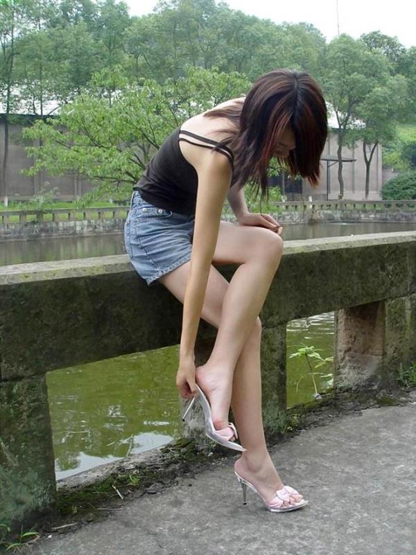 生足で魅せるハイヒール画像 42