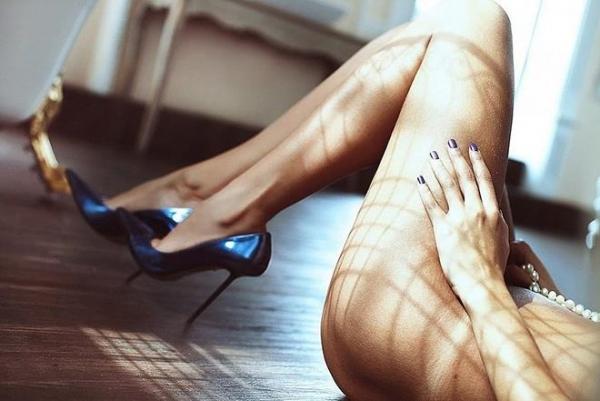 生足で魅せるハイヒール画像 46