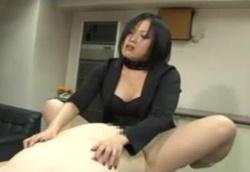 むっちり美人秘書にアナルを犯される豚M男社員!