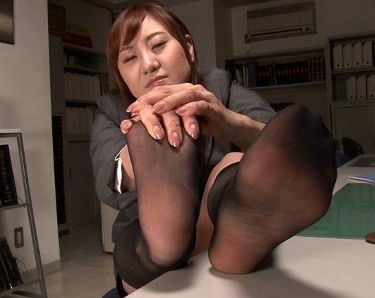 黒ソックスを履いた痴女2人組みの蒸れ蒸れ強烈足コキの脚フェチDVD画像4
