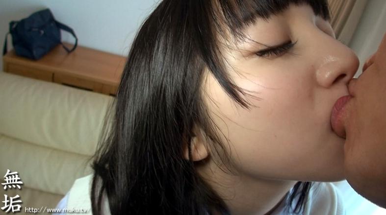 色白つるつるパイパン少女 汗だく中出しデビュー 感じまくると汗だくでイキまくる敏感少女見つけました ななの脚フェチDVD画像1