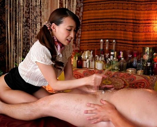 美人過ぎるエステお姉さんの足コキと素股で精液が溢れ出すの脚フェチDVD画像2