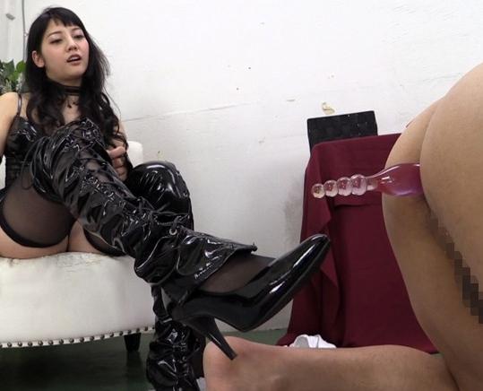 M男が女王様の足コキやペニバン肛門責めでイキ狂うの脚フェチDVD画像5