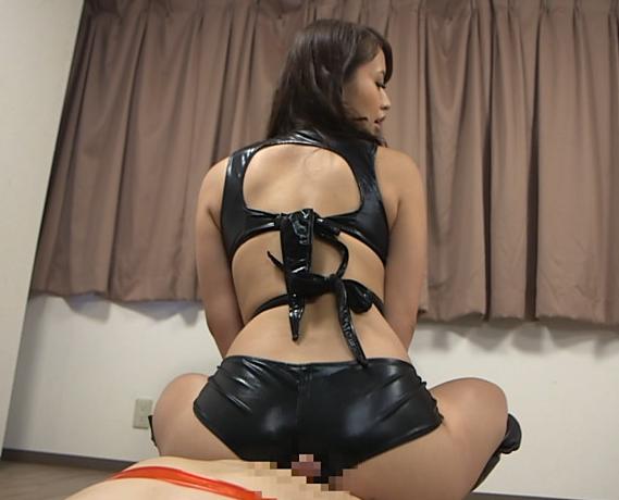 痴女過ぎる女王様のブーツコキと凄テク手コキで大量暴発の脚フェチDVD画像6