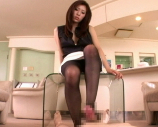 ドエス秘書が男を見下しながら黒パンスト美脚で足コキ抜きの脚フェチDVD画像5