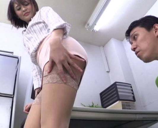 痴女で美脚な淫乱お姉さんがガーターストッキングで足コキ抜きの脚フェチDVD画像1