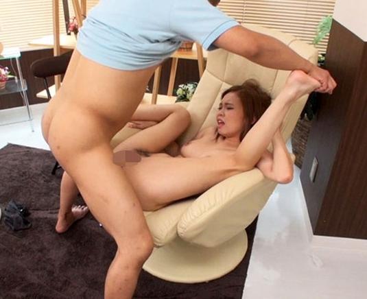 足裏マッサージで発情したメスがパンティーを濡らしながら足コキの脚フェチDVD画像2