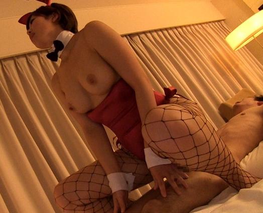 ムッチリ太腿のバニーガールに網タイツ足コキから濃厚着衣SEXの脚フェチDVD画像4
