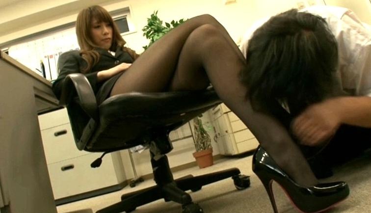 美人OLの激臭蒸れ蒸れストッキングの脚フェチDVD画像4