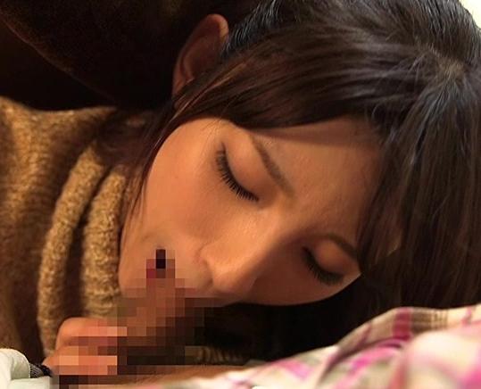 兄貴の彼女にコタツの中で手コキされ更に生足コキで強制足射の脚フェチDVD画像3