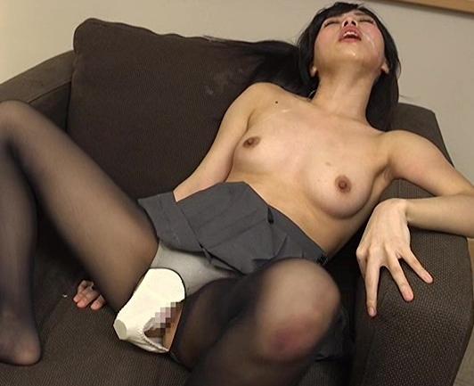 淫乱JKがアソコから臭い汁を垂れ流しながらパンスト着衣SEXの脚フェチDVD画像3