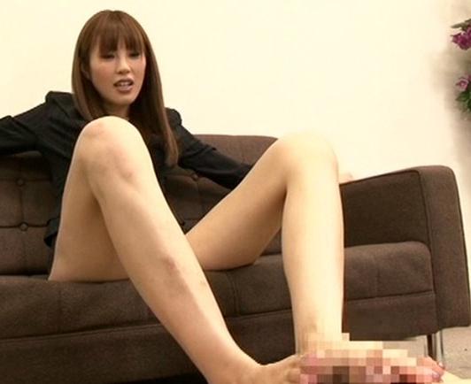 臭い足臭を嗅がせ蒸れた足指を強制足舐めさせる女教師の脚フェチDVD画像6