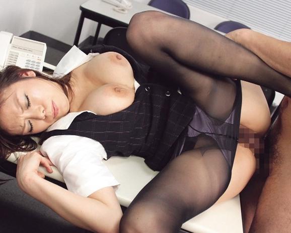 OLの黒パンストで扱かれまくる痴女足コキや着衣SEXでイクの脚フェチDVD画像2