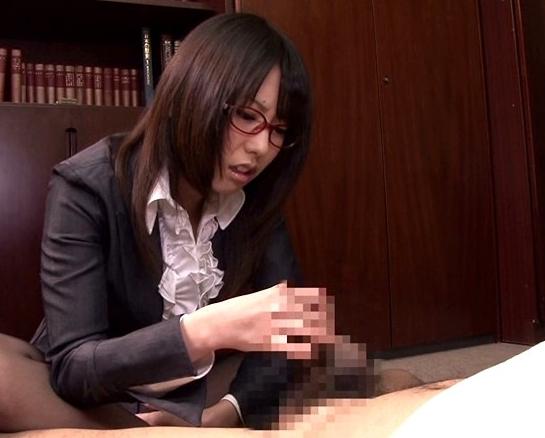 ドエス秘書が淫語と罵倒で言葉責めしながらパンスト足コキ責めの脚フェチDVD画像3