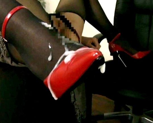 足フェチ必見!若妻の靴コキやパンスト足コキでぶっかけ足射の脚フェチDVD画像2