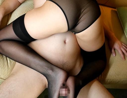 高級ランジェリーを着こなす美女のニーハイストッキング足コキの脚フェチDVD画像4