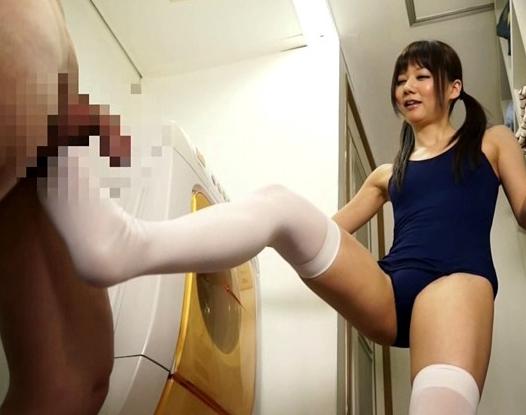 チッパイが可愛いロリータ美少女がスク水ニーソで足コキ抜きの脚フェチDVD画像5