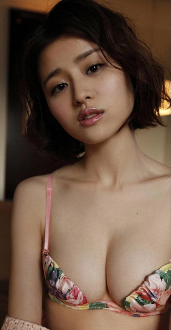 鈴木ちなみの手ブラ巨乳トップレス上半身裸画像17