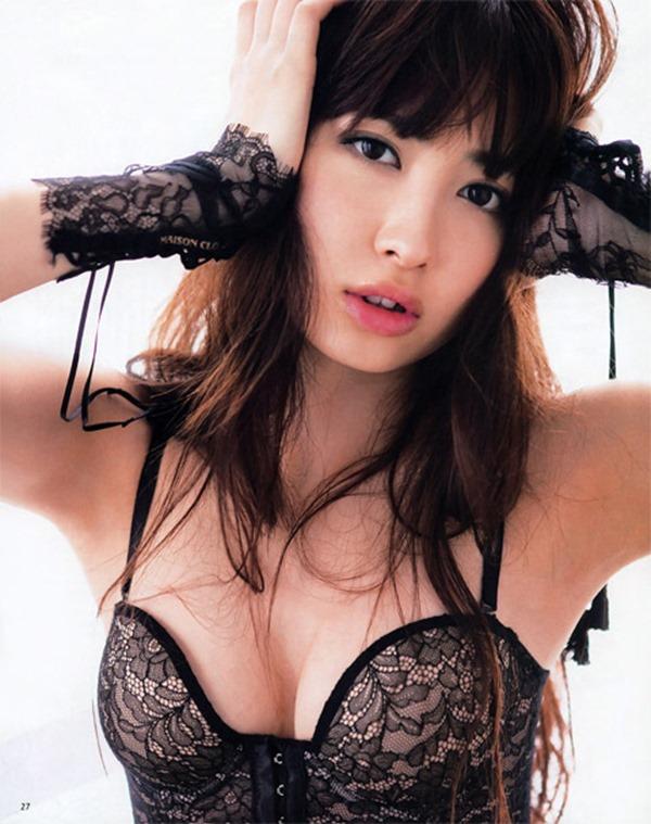 AKB小嶋陽菜こじはるの手ブラセミヌード画像17