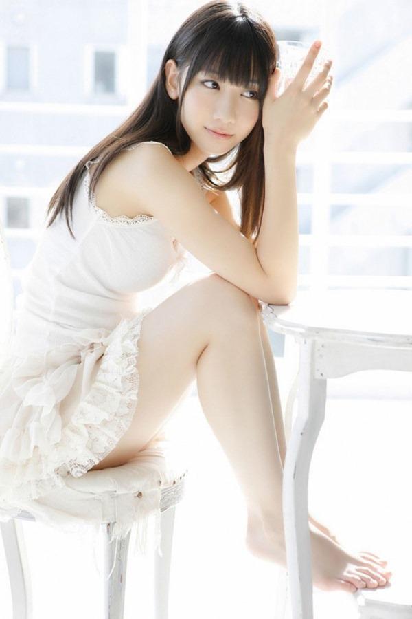 AKB48柏木由紀のエッろい太ももチラ谷間画像3