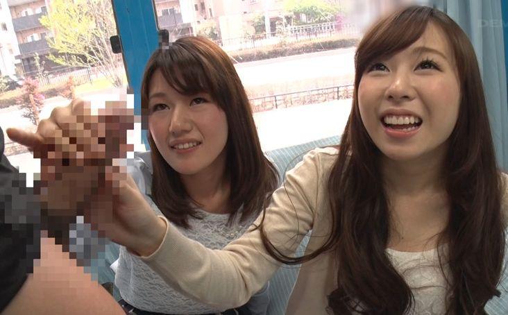花見で盛り上がってホロ酔い気分の女子大生2人組がMM号に乗車!初めて見るデカチンに2人は興味津々!