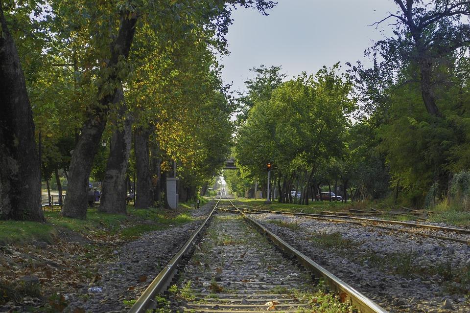 train-path-928282_960_720.jpg