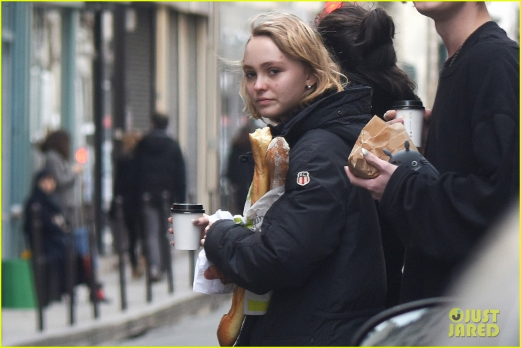 lily-rose-depp-mystery-guy-paris-08.jpg
