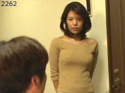 【人妻】疼く体を抑えきれず夫の連れ子に手を出してしまうおっかさん