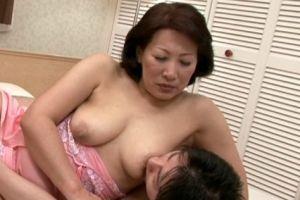 50代熟女母の脂肪が着いたデカ尻をパンパンハメる無料熟年夫婦動画