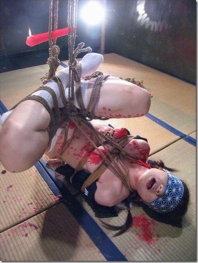 妻を縛って『私のオマンコに旦那様のオチンポ下さい!』と言わせたいエロ動画像09
