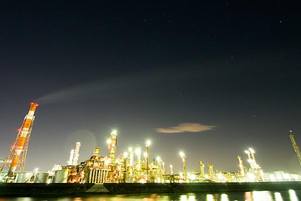 工場夜景と星空