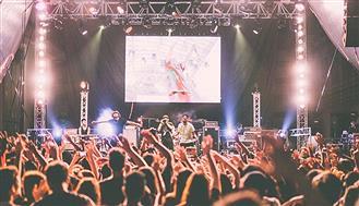 ライブで「客に歌わせる」バンドwwwww