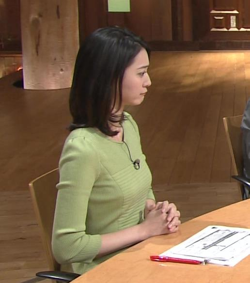 小川彩佳 胸のふくらみ (報道ステーション 20160204)キャプ画像(エロ・アイコラ画像)