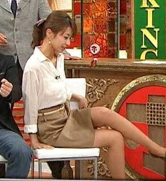 加藤綾子 足の組み換えキャプ画像(エロ・アイコラ画像)